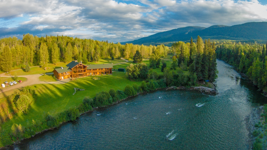 Bear Claw Lodge on the banks of the Kispiox River.