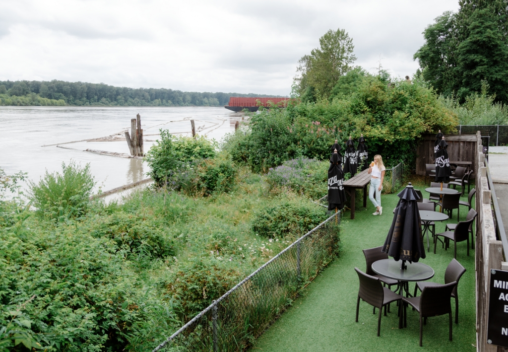 Kingfisher's Waterfront Bar & Grill in Maple Ridge