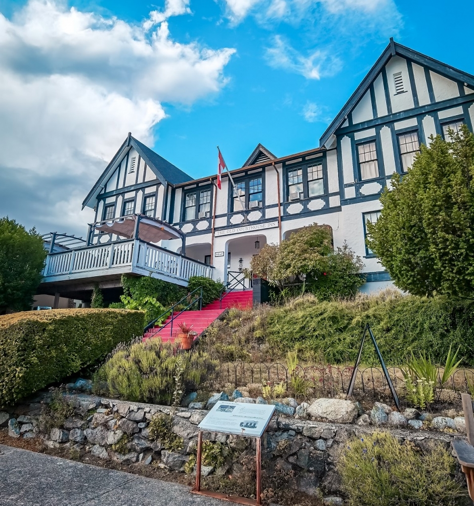 Old Courthouse Inn in Powell River | Yvonna Chow