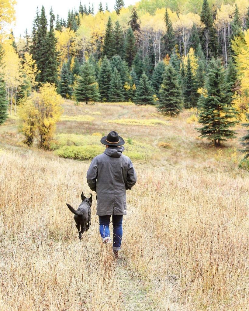 Walking through the grass at Double T Guest Ranch near Bridge Lake | @hannam511
