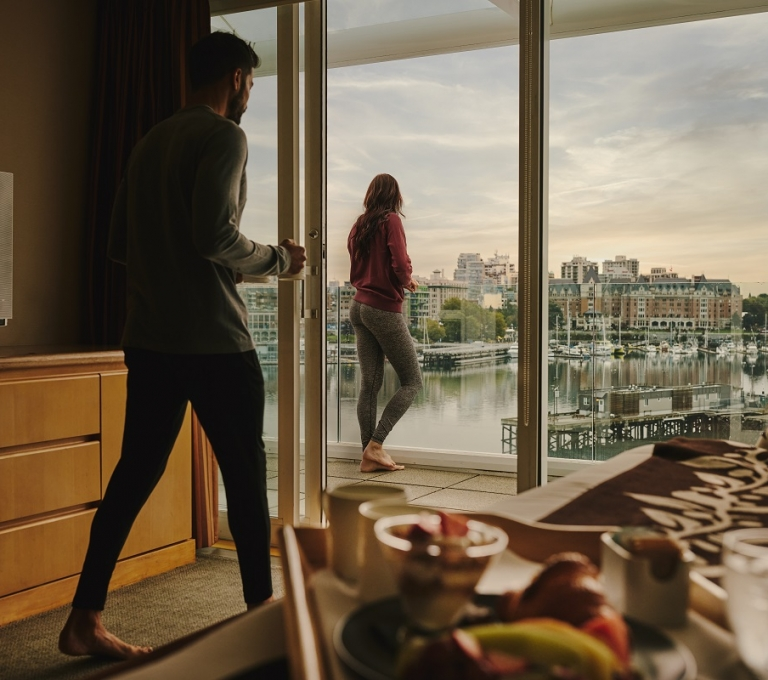Couple in a room at the Inn at Laurel Point | Hubert Kang