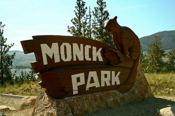 A wooden sign of a beaver that says Monck Park.
