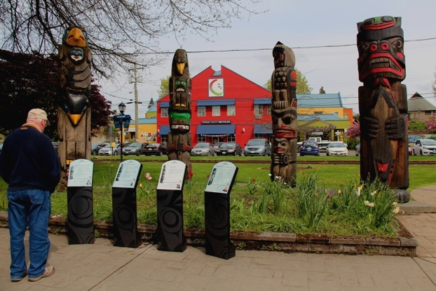 The starting point for a Totem Tour is lined with colourful totems.