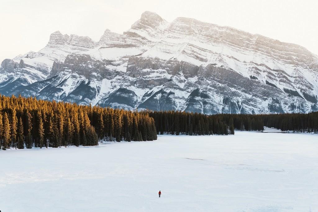 Two Jakes Lake, Banff National Park, Alberta. Photo: @jasoncharleshill