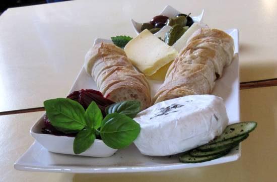 Cheese and bread tasting in Cowichan Bay