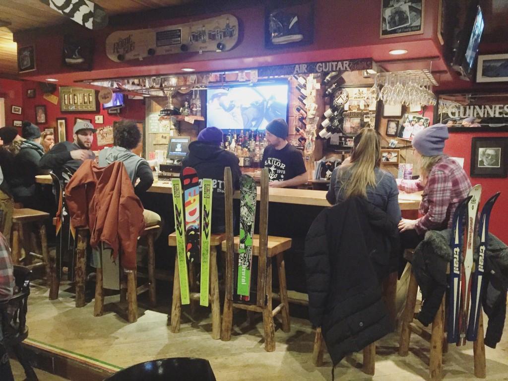 Apres-ski at Revelstoke's popular bar, The Village Idiot. Photo: @erinireland